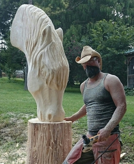 Chainsaw carving by paul horses
